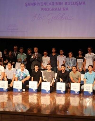 YKS'de ilk bine giren 55 öğrenci ödüllendirildi