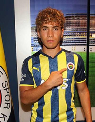 Fenerbahçe 19 yaşındaki sol beki kadrosuna kattı