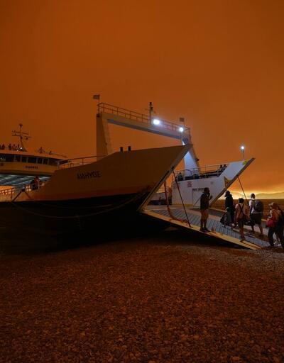 Yunanistan'da orman yangınlarıyla mücadele sürüyor: Yüzlerce kişi tahliye edildi