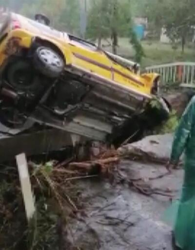 Aracıyla çöken köprüden uçtu