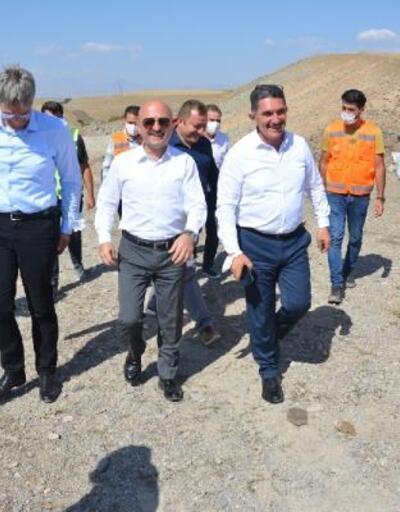 AK Partili Çelebi, yapımı devam eden karayolunda incelemede bulundu