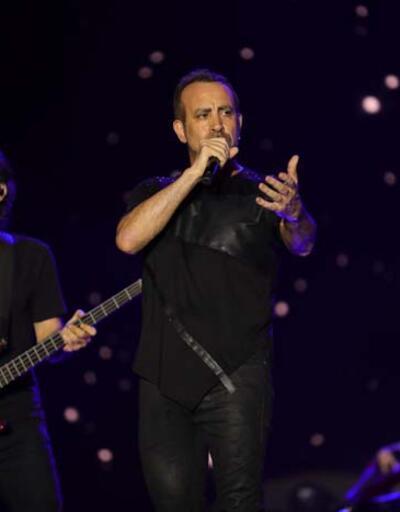 Anadolu Rock'ın sevilen ismi Haluk Levent sevenleriyle buluştu