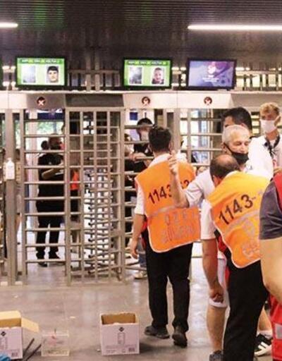 Aşısız taraftarın hilesi turnikede sona erdi: Passolig gözaltıları