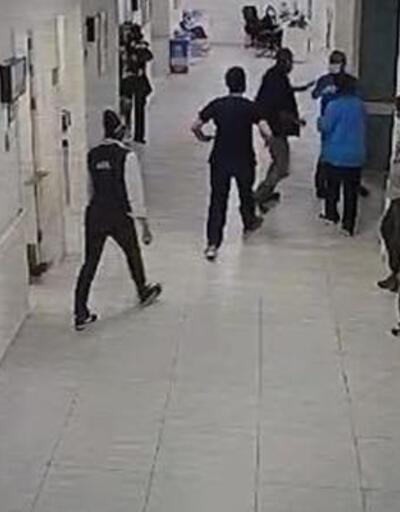 Hasta yakınının doktora saldırdı
