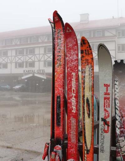 Uludağ ve Kartalkaya'ya mevsimin ilk kar yağışı düştü