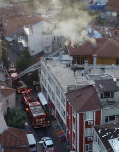 Fatih'te iki katlı ahşap otelde yangın