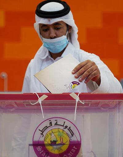 Katarlılar ilk kez sandık başına gitti