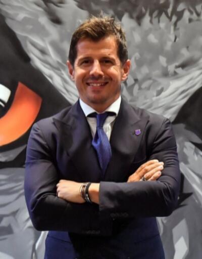 Emre Belözoğlu Başakşehir'le 2 yıllık sözleşme imzaladı