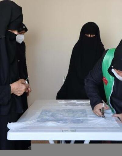 Afrin'de yetim anneleri için dikiş nakış atölyesi açıldı