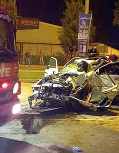 Otomobil köprü ayağına çarptı; sürücü ve 4 yaşındaki oğlu öldü