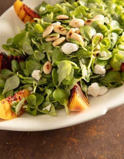 Şeftalili bademli semizotu salatası nasıl yapılır?