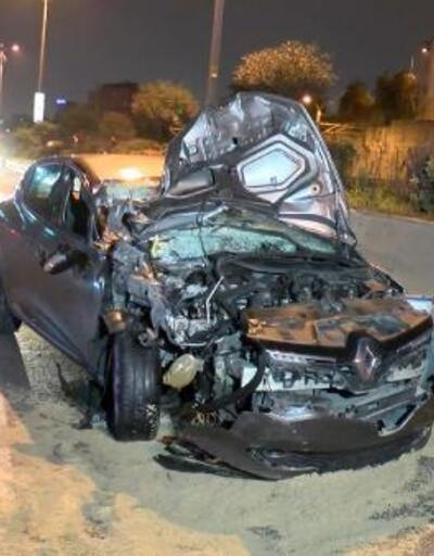 Otomobil kamyonete çarptı