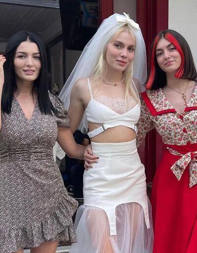 Aleyna Tilki'nin annesi Havva Öztel cesur elbisesiyle dikkat çekti