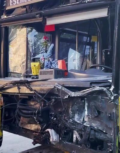 İETT otobüsü ile otomobil çarpıştı