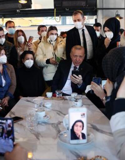 Cumhurbaşkanı kafede gençlerle sohbet etti