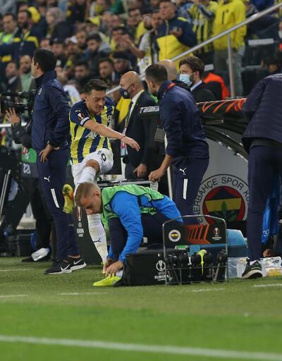 Mesut Özil'in tekmesi olay oldu