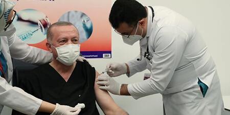 Herkes onu konuştu! Cumhurbaşkanı Erdoğan'a aşı yapan doktor sosyal medyada gündem oldu - Günün Haberleri