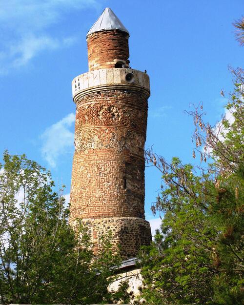 EÄ?ri Minareli Cami ile ilgili görsel sonucu