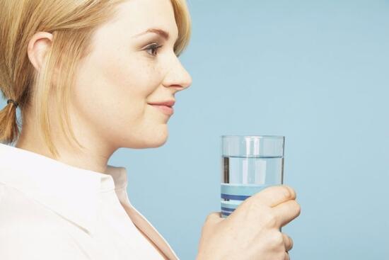 Sabah uyandığınızda bu testi mutlaka yapın! Tükürüğünüz suyun yüzeyinde kalmıyorsa...