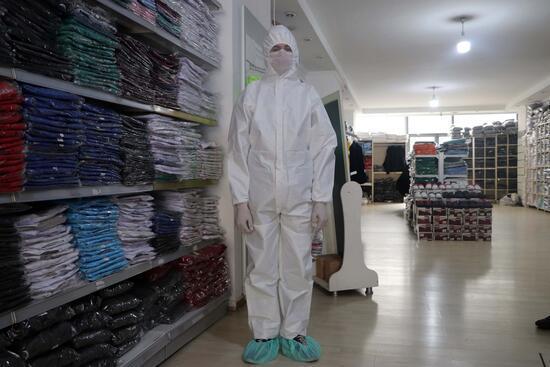 Koronavirüse karşı koruyucu tulum siparişleri patladı