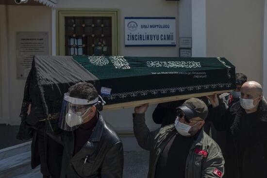 Bülent Ersoy'un acı günü! Annesini son yolculuğuna uğurladı