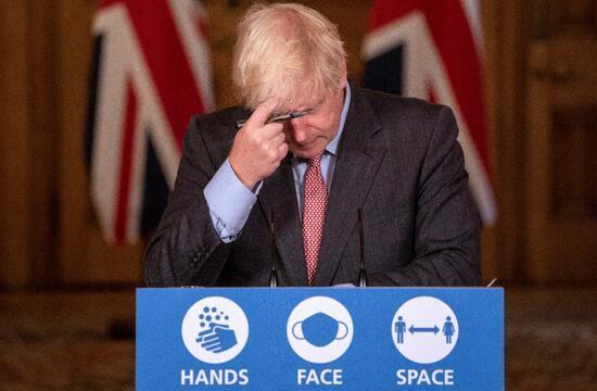 İngiltere başa döndü: Vakalar üç katına çıktı, kısıtlamalar geri geldi