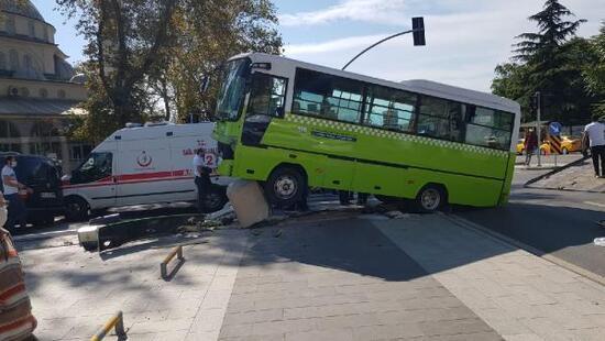 Halk otobüsü ile hafif ticari araç çarpıştı yaralılar var