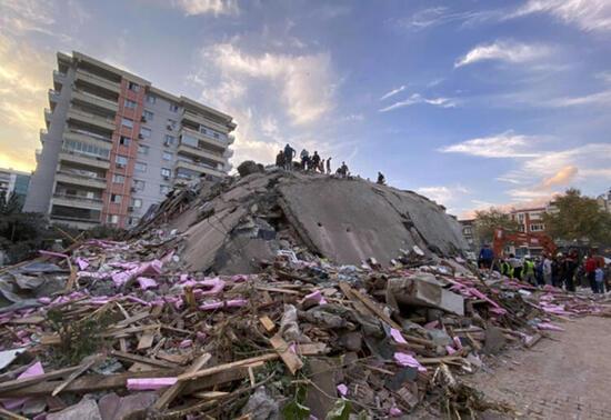 Son dakika... İzmir'de isyan ettiren görüntü! 'Salatalık yerine bina dikmişler'
