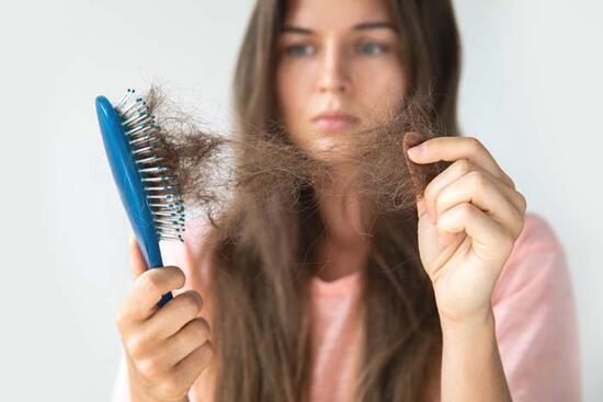 Demir eksikliğini işaret eden 10 önemli belirti! Vücut böyle sinyal veriyor! Baş dönmesi, çarpıntı, saç dökülmesi...