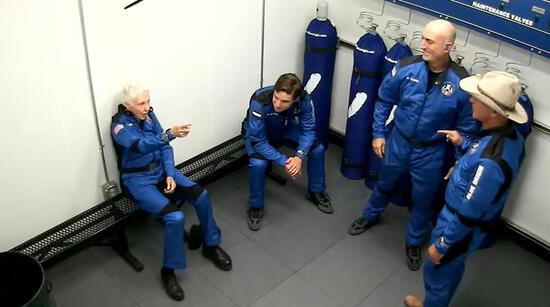 Son dakika... Dünyanın en zengin insanı Jeff Bezos uzay seyahatini başarıyla gerçekleştirdi