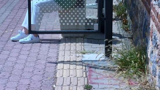 Üsküdar'da görme engellilere otobüs durağı engeli