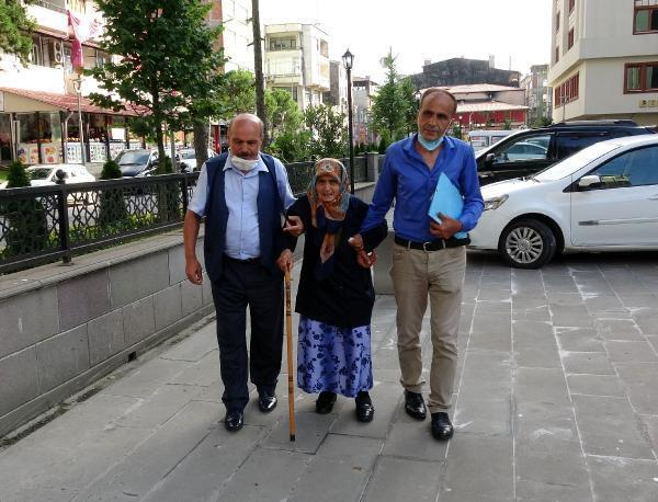 Son dakika... 87 yaşındaki annesini dövüp sokağa attı - Son Dakika ...