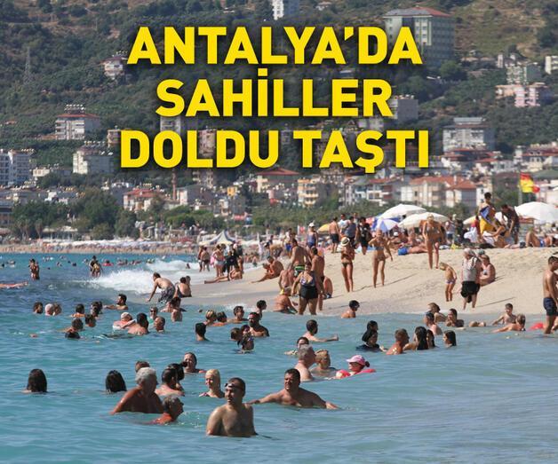 Son dakika: Antalya'da sahiller tıklım tıklım dolu