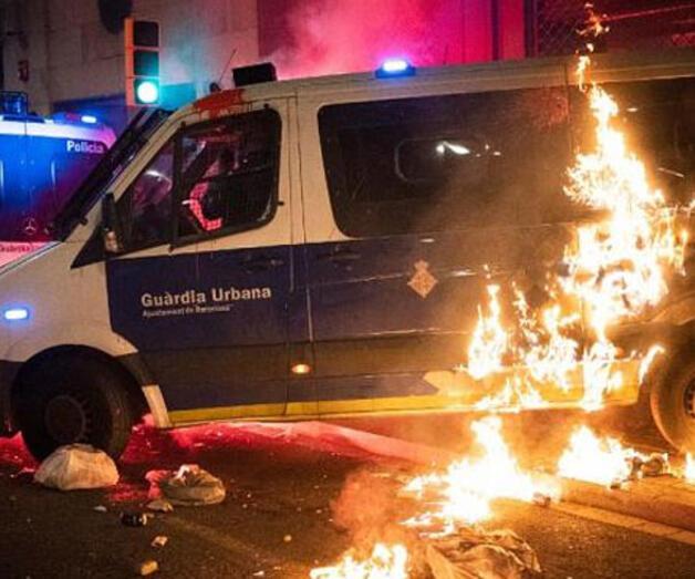 Son dakika: Barcelona'da rapçi Hasel protestoları şiddete dönüştü