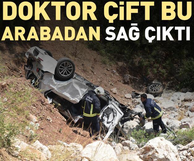 Son dakika: 15 metre yükseklikten uçan otomobildeki doktor çift yaralandı