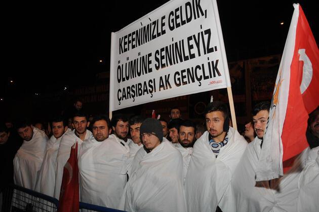 Başbakan Erdoğan'a kefenli karşılama