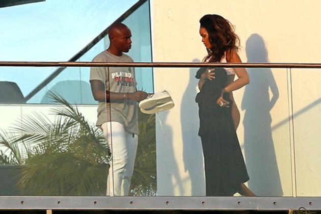Rihanna bu kez hiçbir şey giymedi!