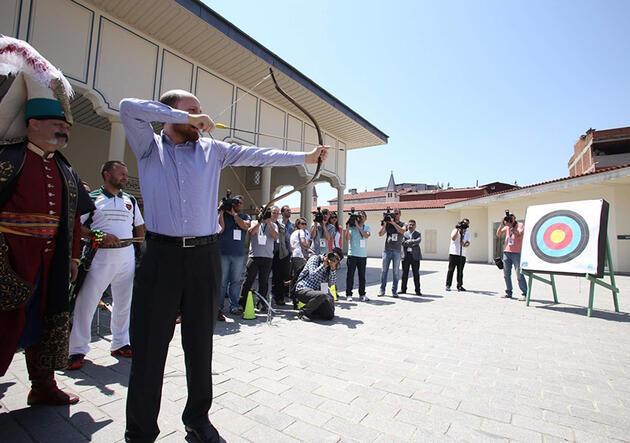 """Bilal Erdoğan """"Ya Hak"""" dedi, yaya asıldı!"""