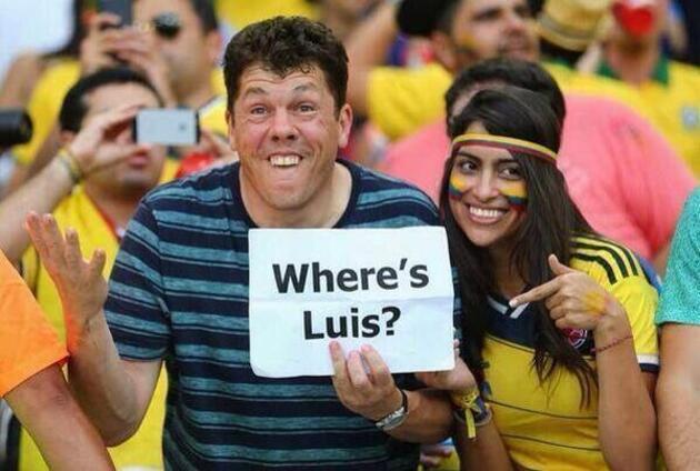 Luis Suarez ısırdı caps'leri!