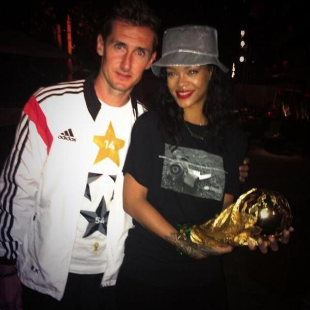 Rihanna Dünya Kupası'nda tarih yazdı!
