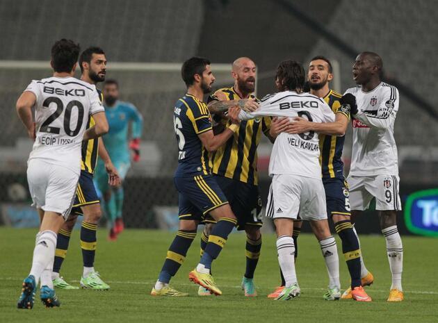 İşte Beşiktaş - Fenerbahçe derbisinde sahanın karıştığı o an...