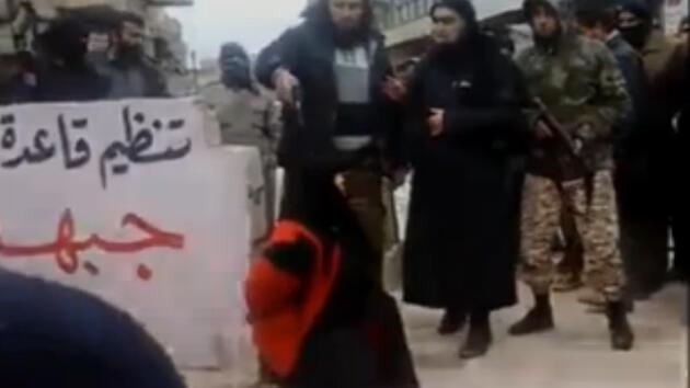 El Kaide bu kez de çarşaflı kadını infaz etti