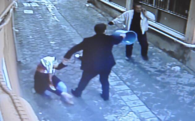 Boşanmak isteyen eşini sokak ortasında bıçakladı