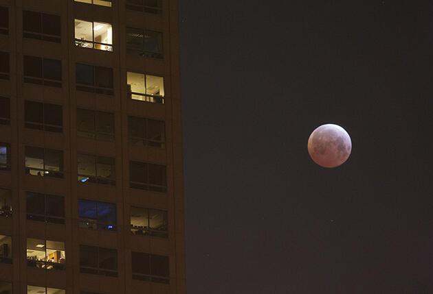 Yüzyılın en kısa kanlı ay tutulması gerçekleşti