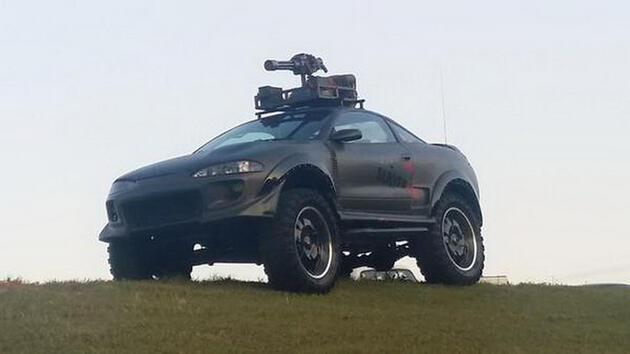 Zombi savar otomobil yaptılar!