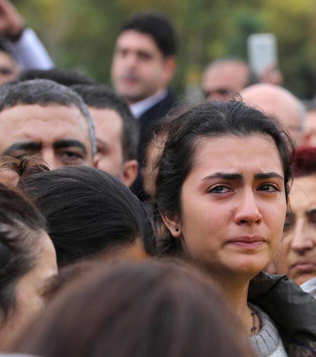 Tahir Elçi on binlerce kişinin omuzlarında son yolculuğuna uğurlandı