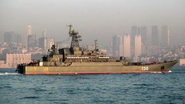 Rus ve Türk savaş gemileri İstanbul Boğazı'nda