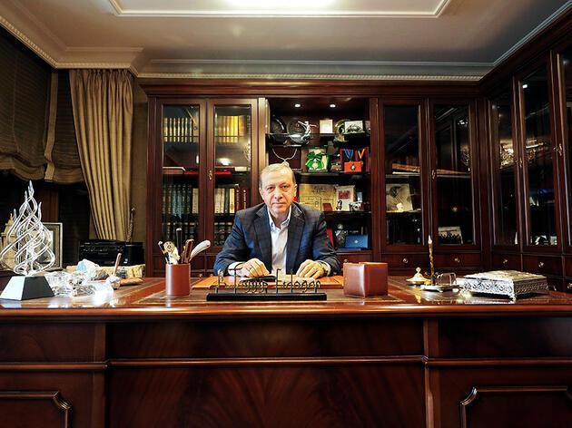 Erdoğan torunlarıyla Ara Güler'e poz verdi