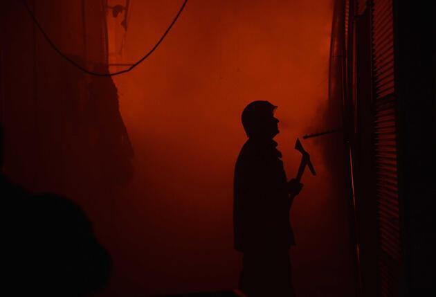 Ankara'da alevli gece: 250 dükkan kül oldu