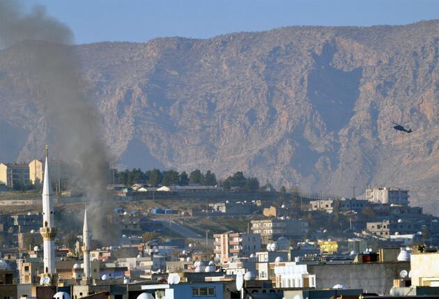 Cizre'de 20 kişilik aile bodrumdam 16 gün sonra çıktı